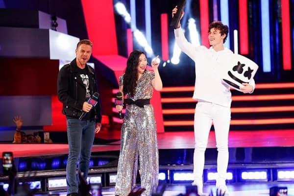 Thật bất ngờ: DJ bí ẩn nhất thế giới Marshmello lại chính là chàng ca sĩ điển trai Shawn Mendes